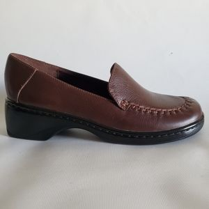 Clarks brown leather slip on shoes women's size 9